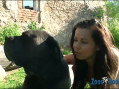 Zoosbook com teen excitada com cachorro