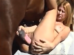Hässliche blonde zoosection fucking mit Pferd